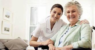 Crece la dificultad para atraer enfermeras a las residencias