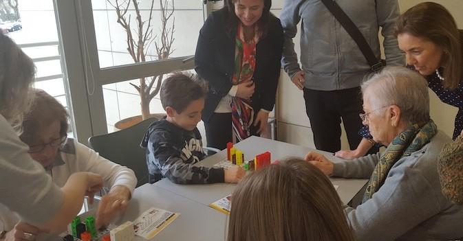 La Comunidad de Madrid pone en marcha el taller 'Ciencia para la familia' en los centros de mayores