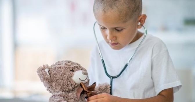 Más de 100 personas mayores recaudan 12.600 euros contra el cáncer infantil
