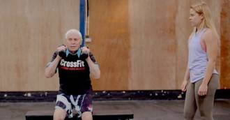Visto en la red. Con 94 años y todo un 'influencer' del crossfit
