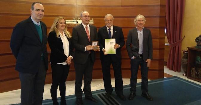 El Defensor del Pueblo Andaluz denuncia el incumplimiento de plazos y la falta de plazas residenciales