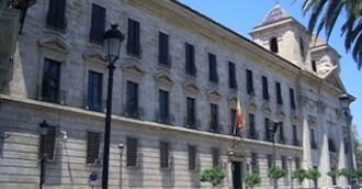 Trabajadores sociales critican el recurso contra la contratación para valorar la dependencia en Valencia