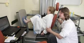 Hospitalizados de entre 75 y 103 años previenen el deterioro en un programa pionero con ejercicio físico