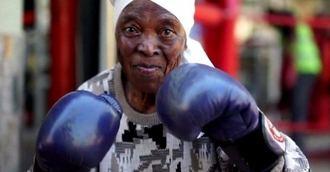 Visto en la red. Abuelas a mamporro limpio en Sudáfrica
