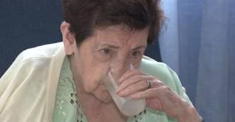 Cuando la persona mayor siente sed es un síntoma de que la deshidratación ya ha comenzado
