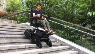 Mirando al exterior. Primera silla de ruedas eléctrica que sube escaleras