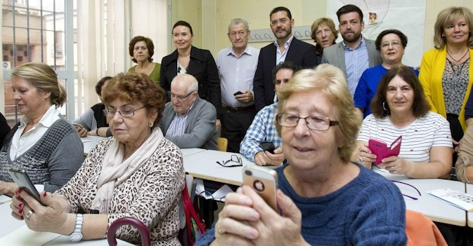 Podemos lanza un proceso participativo para una ley sobre residencias en Madrid