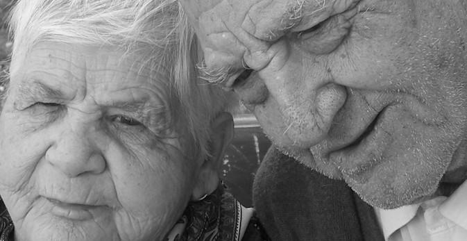 Andalucía convoca los premios que reconocen las iniciativas a favor de las personas mayores