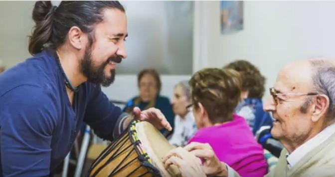Un proyecto de musicoterapia para mayores dependientes en residencias extremeñas, premio `Pasión de Asistir´