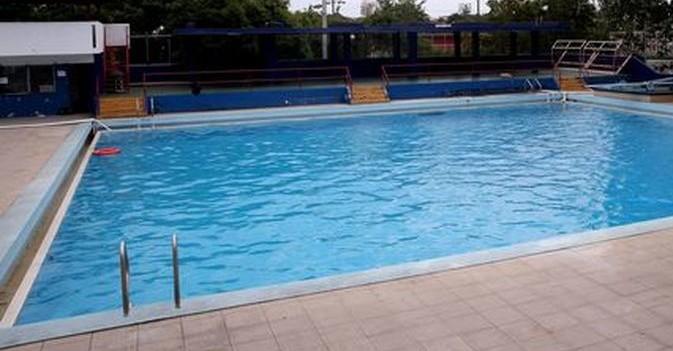 Consejos para evitar ahogamientos de personas mayores en for Escaleras de piscinas para personas mayores