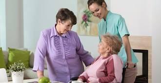 Destacan la importancia del 'respiro familiar' en verano para los cuidadores de personas dependientes