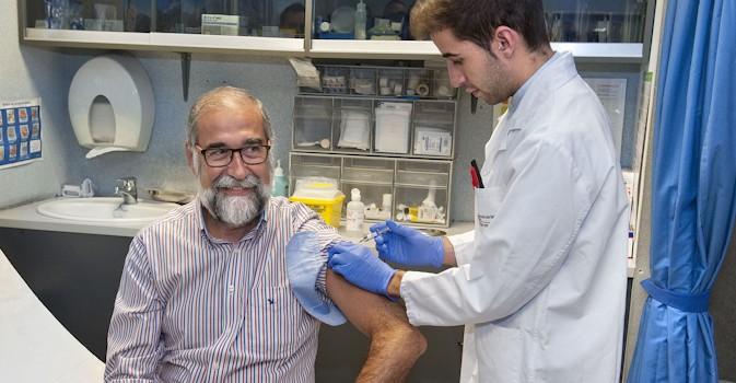 La vacunación antigripal en mayores muestra un alto efecto protector frente a las formas graves de gripe