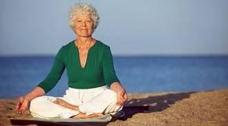 Los beneficios del yoga también son para la tercera edad